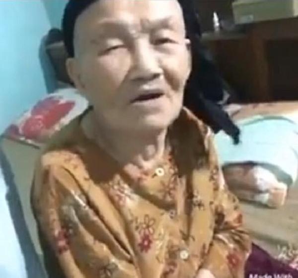 """Cư dân mạng tỏ ra rất thích thú và ngưỡng mộ cách truyền đạt rất """"cứng"""" về vấn đề tình yêu của cụ bà gần 100 tuổi với cháu mình. (Ảnh: Internet)"""