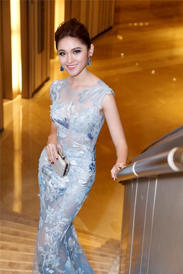 Trong đêm chung kết Hoa hậu Việt Nam 2016, thiết kế của Hoàng Hải cũng đã giúp Thùy Dung tỏa sáng với phom ôm sát phô diễn đường cong nhưng vẫn tinh tế, thanh lịch.