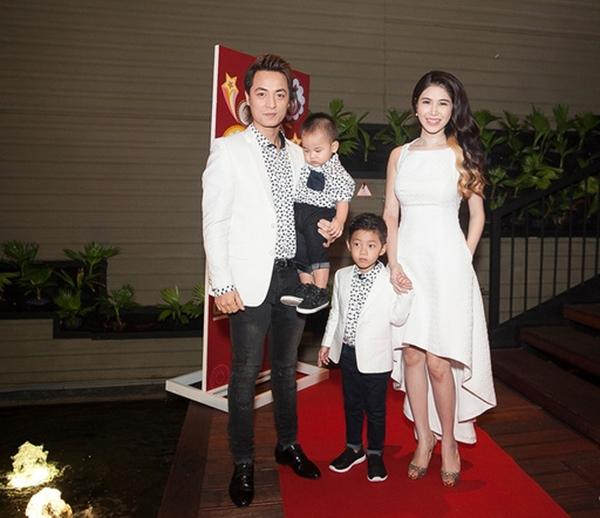 Được biết, gia đình Đăng Khôi là một trongba gia đình nghệ sĩ khách mời sẽ góp mặt trong chương trình. - Tin sao Viet - Tin tuc sao Viet - Scandal sao Viet - Tin tuc cua Sao - Tin cua Sao