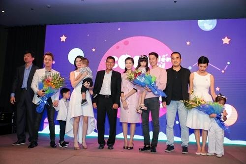 Gia đình Đăng Khôi diện đồ cùng style sành điệu tham dự sự kiện - Tin sao Viet - Tin tuc sao Viet - Scandal sao Viet - Tin tuc cua Sao - Tin cua Sao