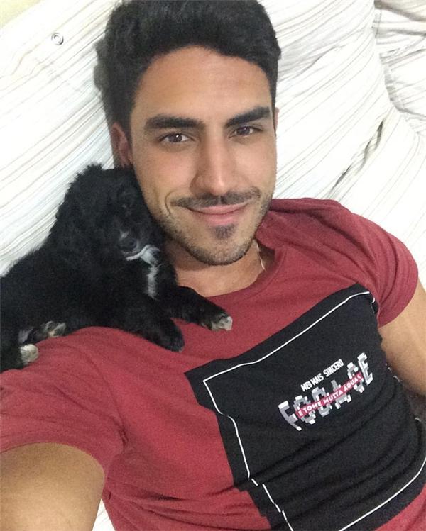 Danilo cũng chăm sóc thú cưng mỗi ngày.