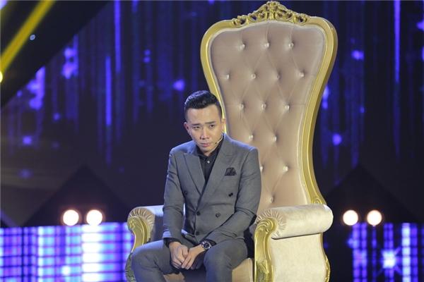 Nam MC thổ lộ rằng thị phi thời gian qua không chỉ ảnh hưởng đến cuộc sống của Trấn Thành mà còn ảnh hưởng rất lớn đến người yêu của anh – nữ ca sĩ Hari Won.