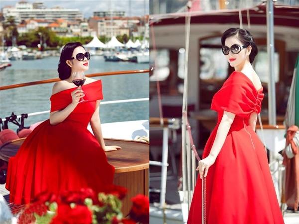 Nữ diễn viên điệu đà nhưng không kém phần quyến rũ với dáng váy xòe cổ điển trễ vai. Thoạt nhìn, Lý Nhã Kỳ trông không khác một quý cô châu Âu thực thụ.