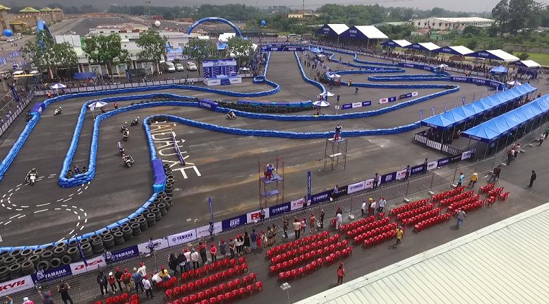 Đường đua có tổng chiều dài 450m, được dựng bởi những phao hơi đạt chuẩn quốc tế.
