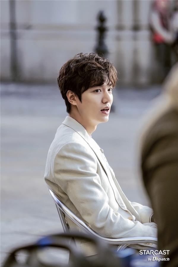 Tạo hình điển trai không tì vết của Heo Joon Jae khiến hàng triệu khán giả nữ thổn thức.