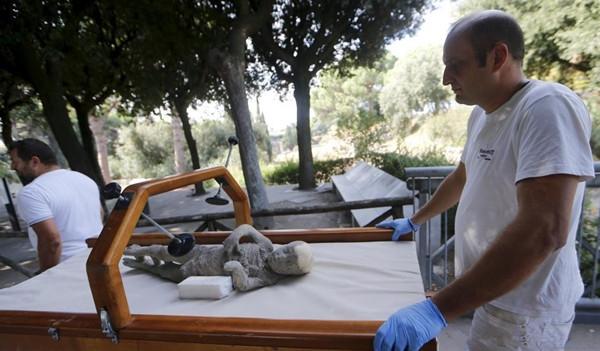 Nhà khảo cổ còn tìm thấy khối tro hóa đá của các em nhỏ.