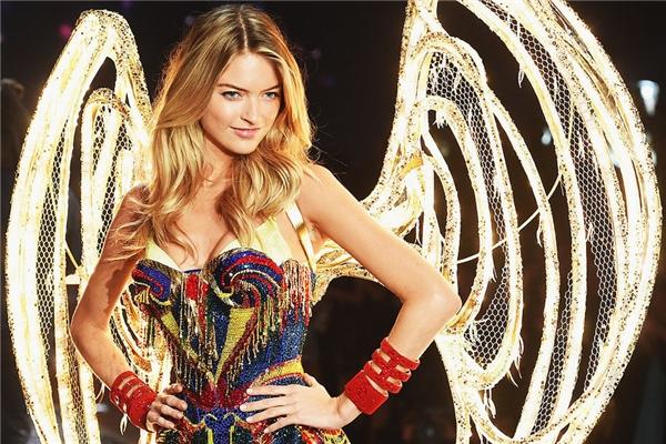 Martha Hunt là một thiên thần mới gia nhập vào năm ngoái và 3 lần trình diễn trong Victoria's Secret Fashion Show. Bên cạnh đó chân dài người Mỹ này còn là người phát ngôn của hãng thời trang Free People.