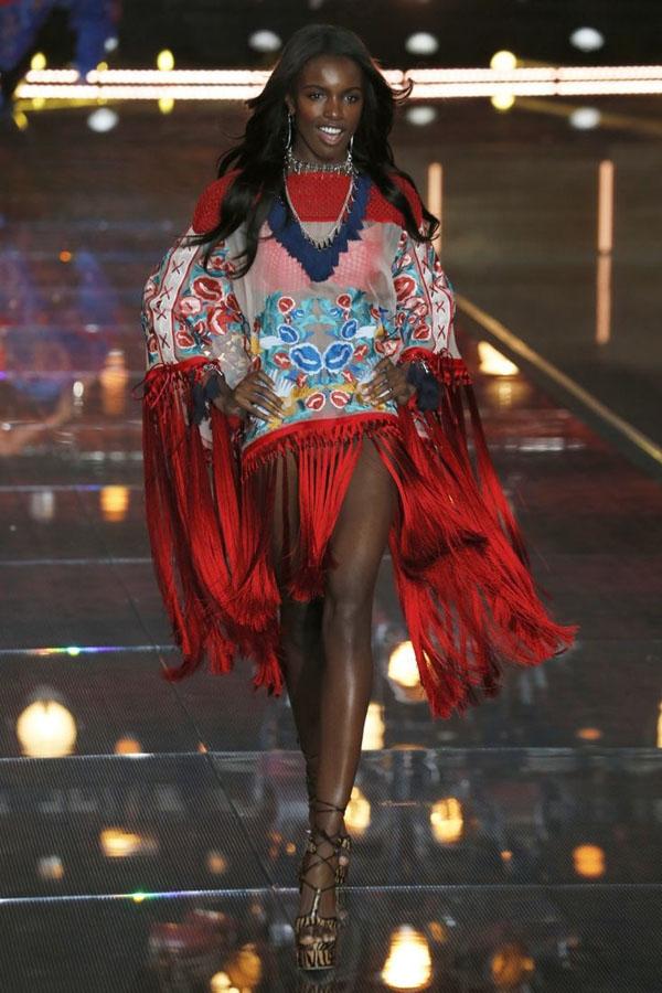 Năm 2015 chân dài gốc Phi Leomie Anderson đã có màn ra mắt ấn tượng, cô sẽ tiếp tục trở lại trong Victoria's Secret Fashion Show năm nay.