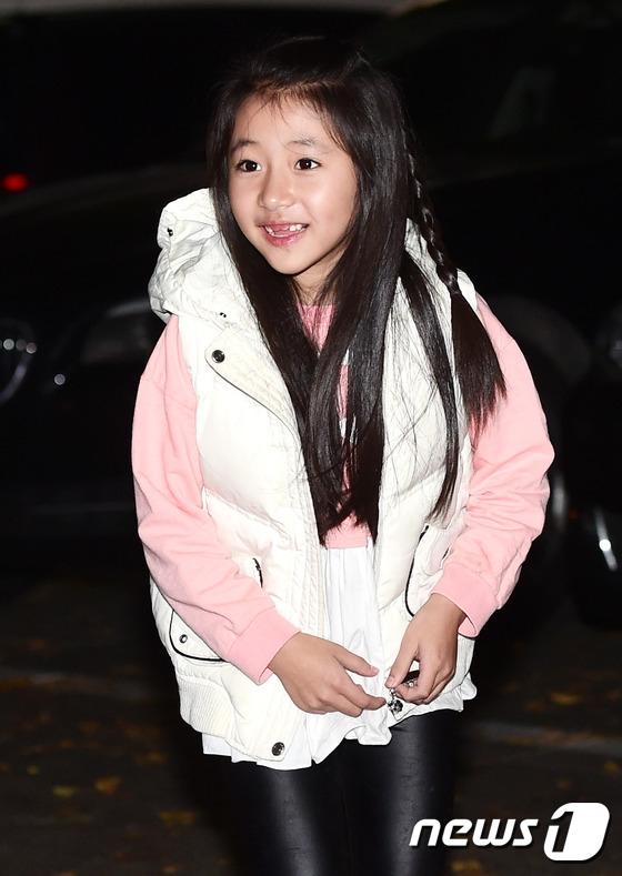 Sao nhí Lee Yoo Joo đảm nhận thể hiện Anna lúc nhỏ