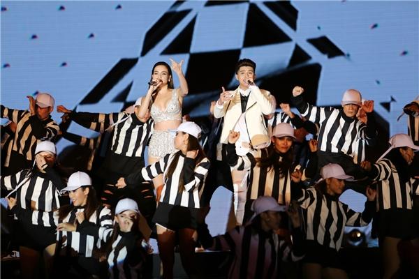 Đây là một sáng tác của nhạc sĩ Dương Khắc Linh và chính Hồ Ngọc Hà để biểu diễn cùng Noo Phước Thịnh trong Live Concert lần này. - Tin sao Viet - Tin tuc sao Viet - Scandal sao Viet - Tin tuc cua Sao - Tin cua Sao