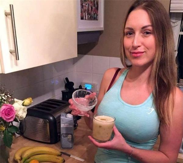 Cô cảm thấy cơ thể khỏe mạnh hơn kể từ khi uống món sinh tố kỳ lạ này.