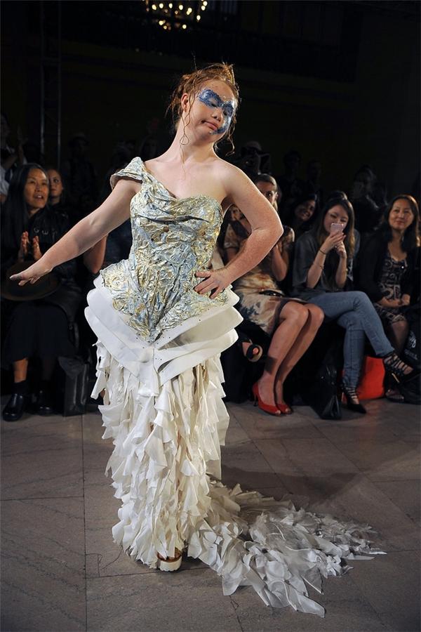Những chân dài siêu dị trong thế giới người mẫu