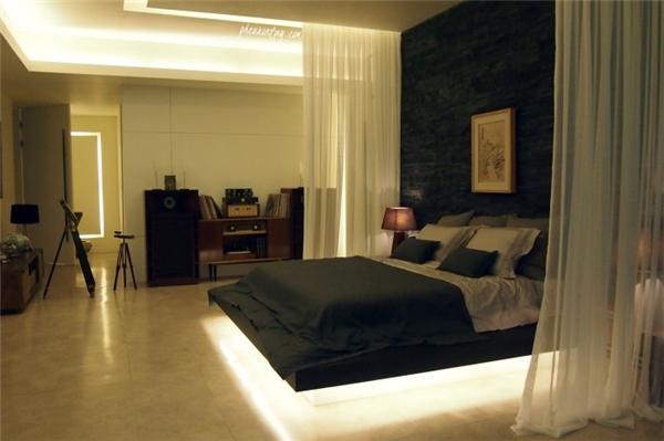 Phòng ngủ được thiết kế theo phong cách hiện đại mang lại cảm giác ấm áp