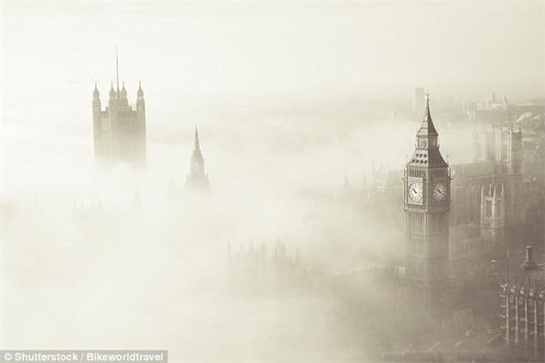 """Màn sương mù """"sát thủ"""" bao trùm toàn thành phố London vào năm 1952."""