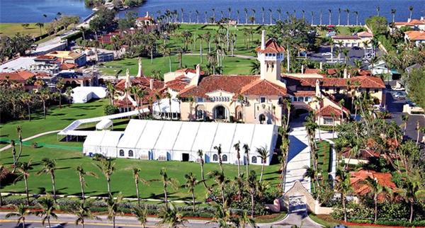 Đám cưới của Donald Trumpcùng Melania Knaussđược tổ chức tại Palm Beach, Florida.