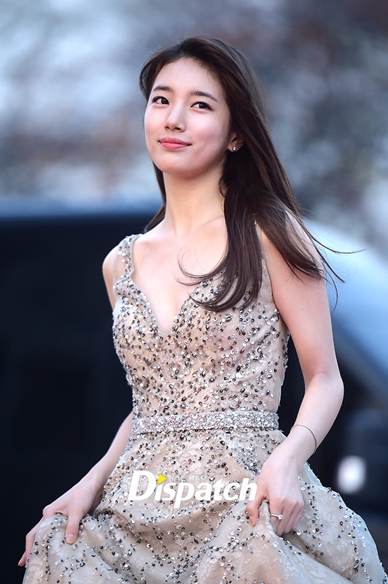 Suzy đẹp tựa thiên thần trên thảm đỏ.