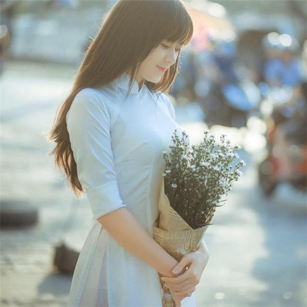 Cô giáo địa lí xinh như thiên thần đính hôn khiến vạn chàng