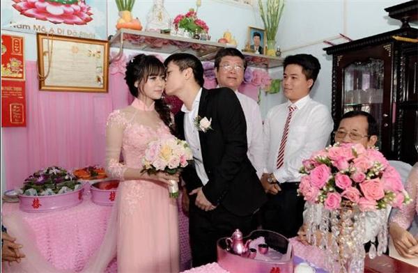 Vào ngày 5/11 cô Phương đãđính hôn tại quê nhà Đồng Xoài, tỉnh Bình Phước.