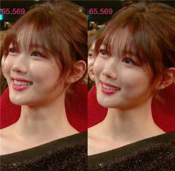 Gương mặt đầy tự hào của Kim Yoo Jung khi Park Bo Gum nhắc đến tên cô lúc lên nhận giải thưởng được yêu thích.
