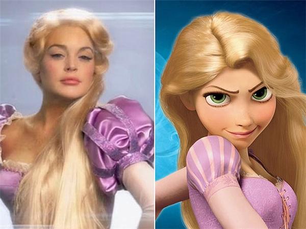 Vẫn là ánh mắtđầy hoài nghi và kiêu kì của nàng Rapunzel trong truyện cổ Grimm, nàng Rapunzel đời thực không khác chị em song sinh của mình là bao.(Ảnh: Internet)