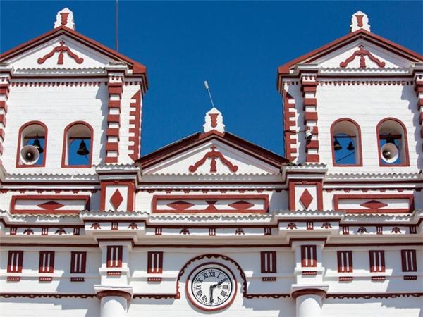 Ngoài ra, nhà thờ Đức Mẹ ở thị trấn Guatapé cũng là địa điểm tuyệt đẹp mà du khách không nên bỏ qua.