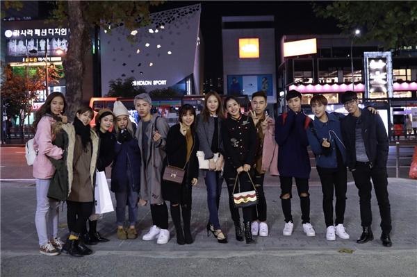 Mọi người cùng nhau đi dạo phố và ăn tối với nhau. - Tin sao Viet - Tin tuc sao Viet - Scandal sao Viet - Tin tuc cua Sao - Tin cua Sao