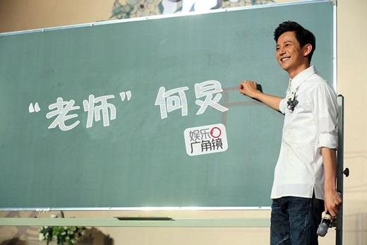 """Hà Cảnh còn là giảng viên tiếngẢ Rập và truyền thông tại trường ngoại ngữ Bắc Kinh nênđược mọi người yêu mến gọi là """"Thầy Hà""""."""