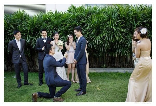 Mạnh dạn tiến tới cầu hôn người ấy thôi.(Ảnh: Internet)