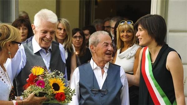 Tình yêu nào cũng sẽ không phân biệt tuổi tác. Dù có xấp xỉ ở tuổi 80 thì chúng ta vẫn có quyền được yêu thương.(Ảnh: Internet)