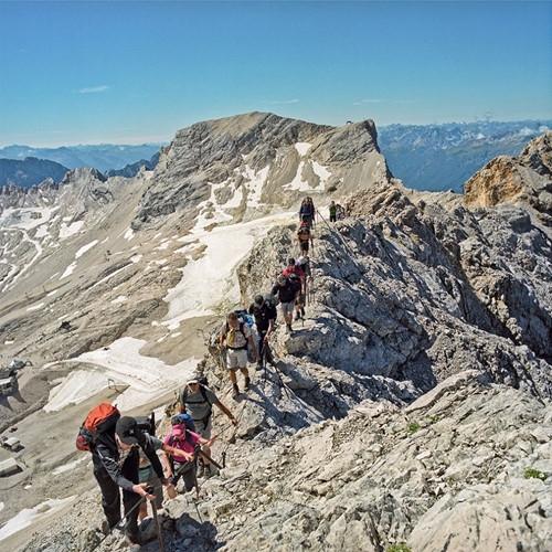 Ranh giới giữa Đức và Áo không phải là con đường thẳng mà là một vách núi cheo leo đầy hiểm trở. Một nơi mà có lẽ thu hút đặc biệt đối với những nhà thám hiểm.