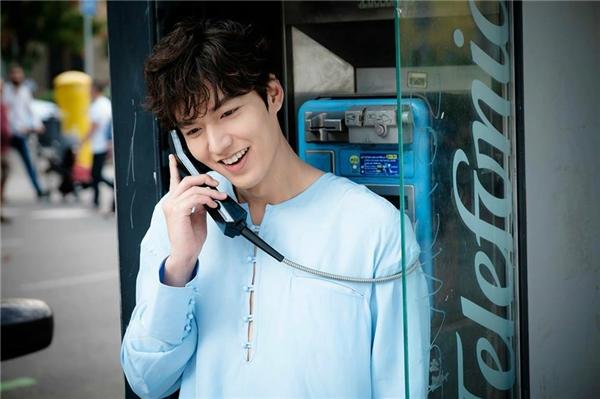 Lee Min Ho tỏa sáng trong tất cả mọi tạo hình và kiểu trang phục.