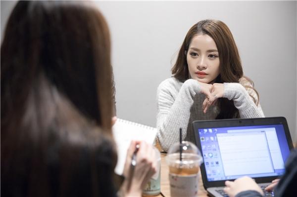 Trước đó, Chi Pu có buổi phỏng vấn với Starnews tại phòng chờ trước giờ lên trao giải. - Tin sao Viet - Tin tuc sao Viet - Scandal sao Viet - Tin tuc cua Sao - Tin cua Sao