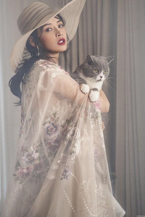 Thông qua thời trang, Chi Pu dường như cũng đang muốn khẳng định sự trưởng thành trong phong cách cá nhân, cô nay đã thực sự trưởng thành.