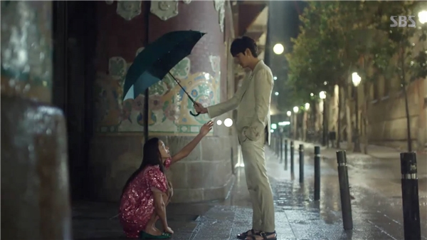 """Vừa lên sóng, """"bom tấn"""" của Lee Min Ho đã """"ăn đứt"""" Hậu Duệ Mặt Trời"""