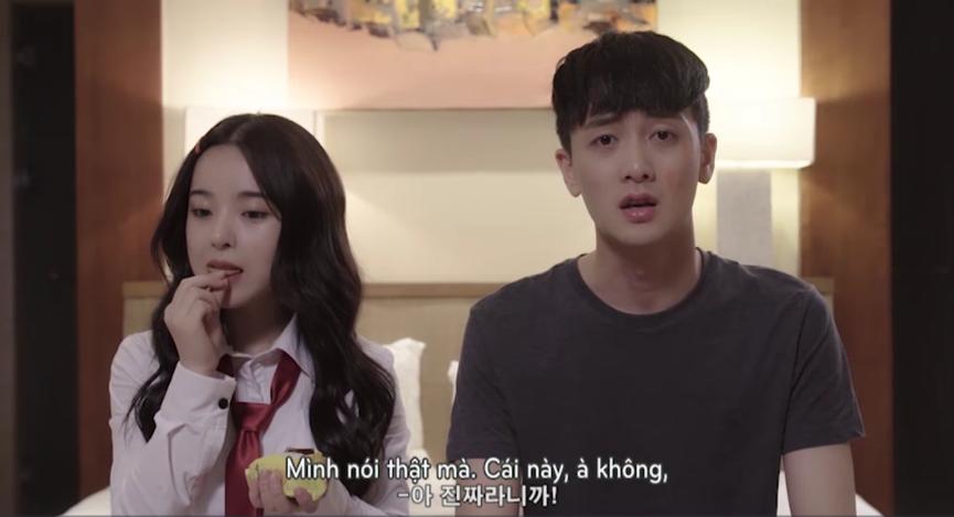 Mặc Seon Tae và Da Hee tranh cãi, Mari vẫn ăn bánh Goute'- món bánh mà cô nàng vô cùng yêu thích một cách ngon lành.