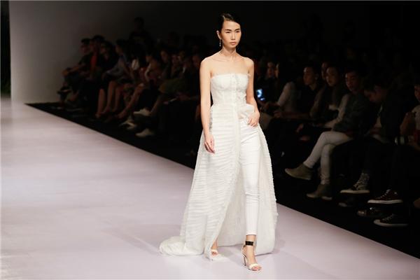 """Lan Khuê """"lẻ bóng"""", Quỳnh Châu Quang Hùng sánh đôi trên sàn diễn"""