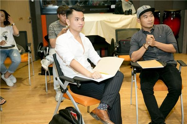 Từng được khán giả biết đến bởi hàng loạt ca khúc tự sáng tác, Phạm Hồng Phước không gặp nhiều khó khăn trong quá trình luyện tập cùng nhạc sĩ Đức Trí.