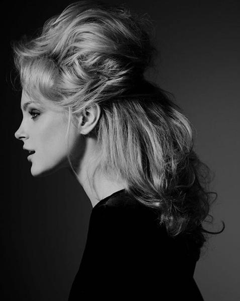 """Jessica được bình chọnlà người mẫu có """"khuôn mặt búp bê"""" của sàn catwalk thế giới."""