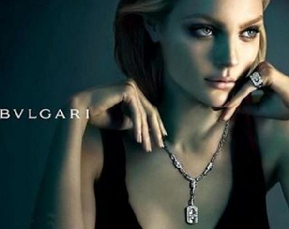 Cô còn là người mẫu quảng cáo của hàng loạt thương hiệu thời trang danh tiếng.