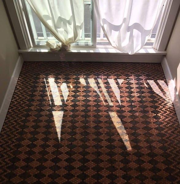 Tác phẩm sau khi hoàn thành. Trông từ xa, nó như một tấm thảm được dệt từ những nghệ nhân lành nghề.