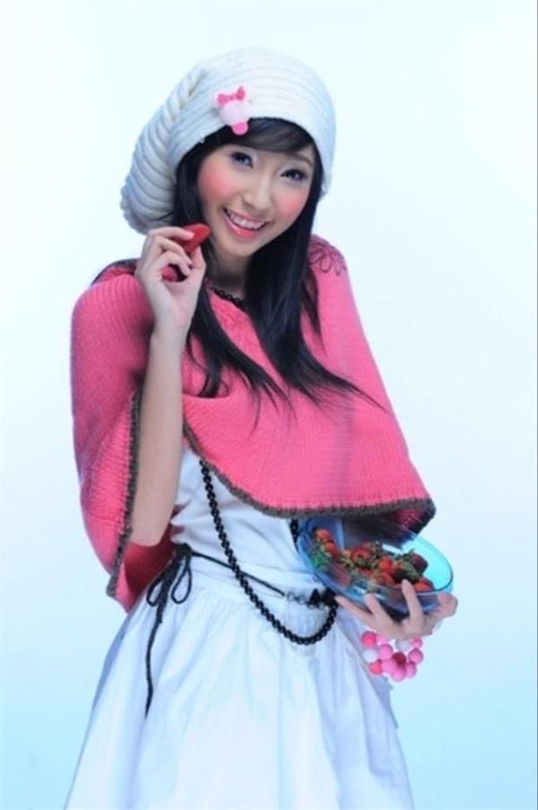 Khổng Tú Quỳnh, Thu Thủy, Tâm Tít đáng yêu với phụ kiện kẹo ngọt.