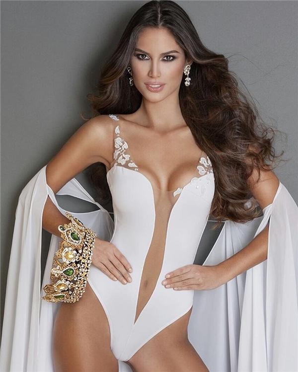 "Khả Trang ""copy"" trang phục của Hoa hậu Hòa bình Venezuela"
