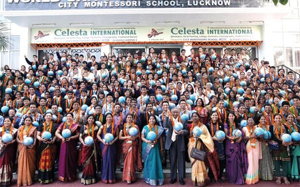 Đội ngũ giáo viên của trường tổng cộng có 3.800 người