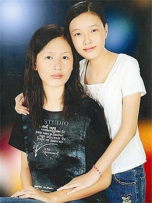 Ngỡ ngàng nhan sắc thay đổi sau 10 năm của em gái Mai Phương Thúy