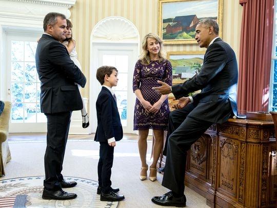 Tổng thốngBrack Obamathân thiện đón tiếp Alex.