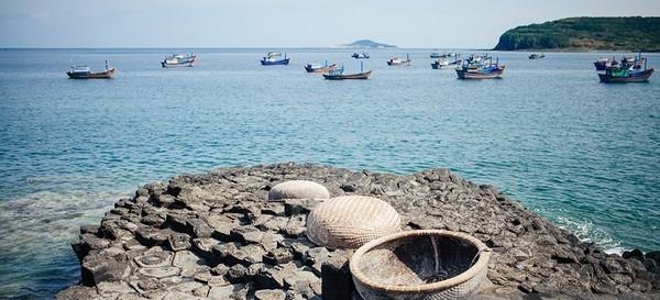 Hãy ghé thăm biển Phú Yên trong lành.