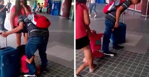 """Em bémếu máo: """"Bố không cho con theo, bố không thương con!""""."""