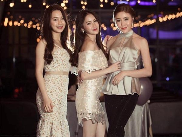 Ngưỡng mộ 3 cô gái đúng chuẩn
