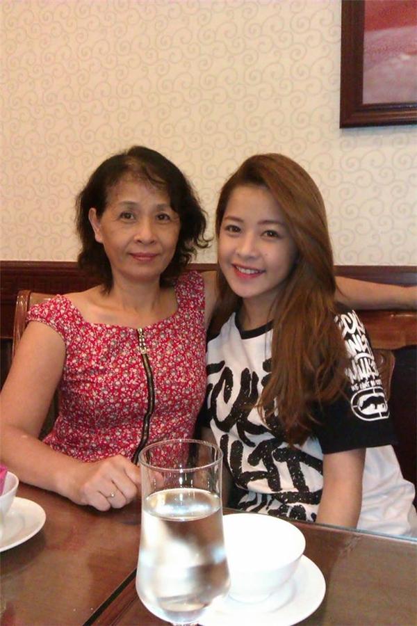 """Sau khi hiểu được con gái, mẹ chính là """"fan trung thành nhất"""" của cô.(Ảnh: FB) - Tin sao Viet - Tin tuc sao Viet - Scandal sao Viet - Tin tuc cua Sao - Tin cua Sao"""