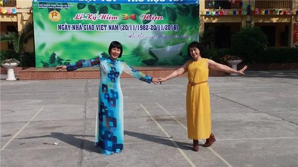 Bà Thúy Anh trong buổi lễ kỉ niệm ngày hiến chương của ngành giáo dục.(Ảnh: FB) - Tin sao Viet - Tin tuc sao Viet - Scandal sao Viet - Tin tuc cua Sao - Tin cua Sao